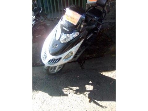 Vendo moto scutler automática