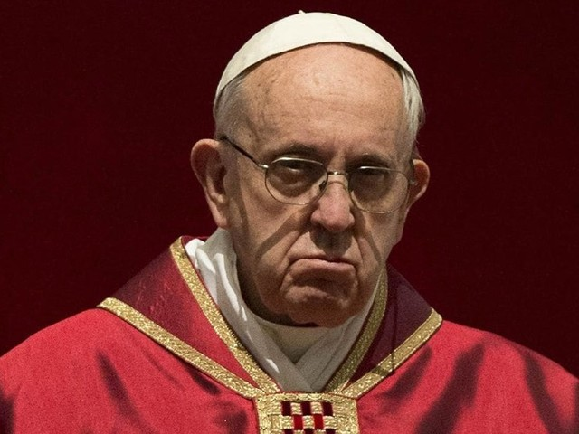 Papa volta a criticar a mídia