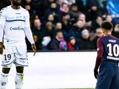 Adversário posta foto diante de Neymar de joelhos, mas nega provocação