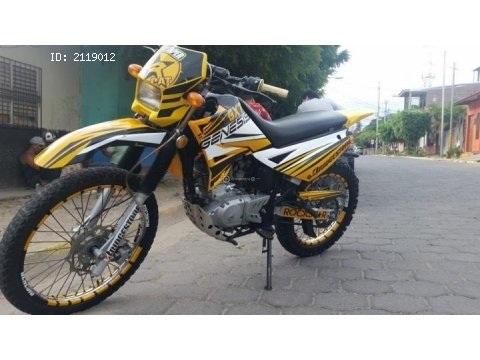 vendo linda moto montañera 200