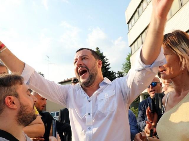 Governo populista da Itália avança contra os ciganos do país