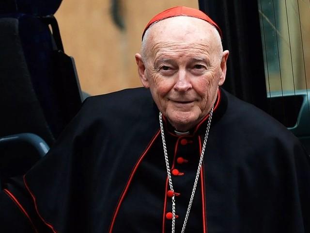 Papa Francisco reduz ex-cardeal ao estado laical
