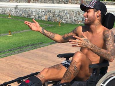Atriz Claudia Rodrigues oferece ajuda a Neymar para a lesão no pé