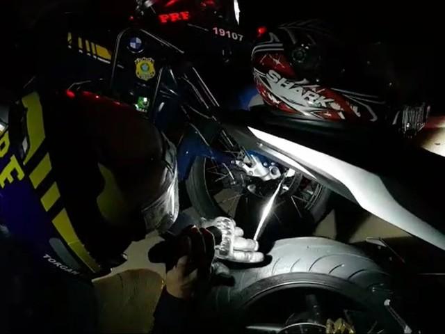 Moto com sistema antirradar é apreendida pela PRF, na freeway, em Gravataí