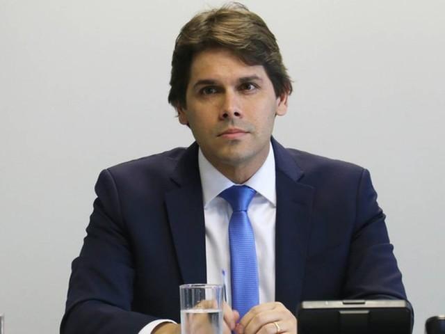 Governo anuncia troca no comando do INSS