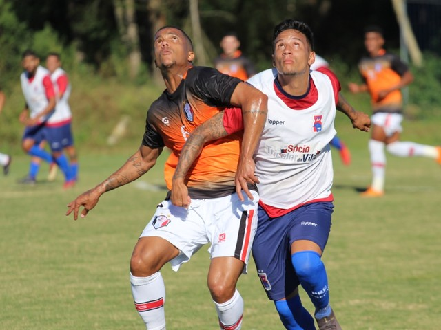 Paraná empata em jogo-treino diante do Joinville