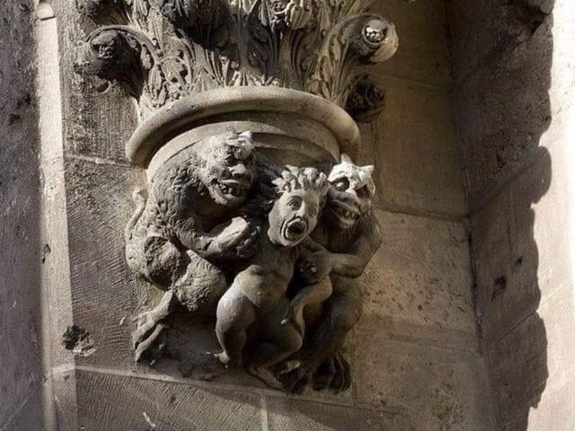 Estátuas e monumentos da Catedral de Notre Dame