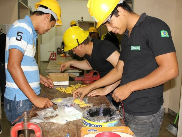 IEL tem vagas de estágio em Serrinha e Ribeira do Pombal para técnico em eletrotécnica