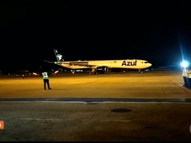 Avião que buscará vacinas na Índia partirá 'daqui a dois, três dias', diz Bolsonaro