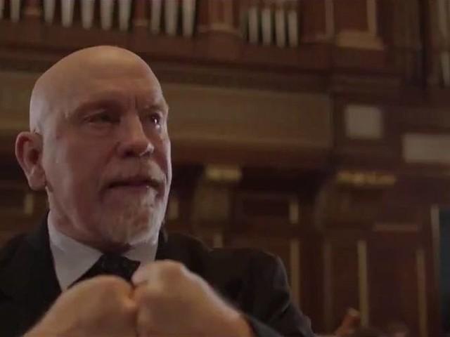 John Malkovich anuncia confronto de Davi e Golias em comercial épico pré-Super Bowl