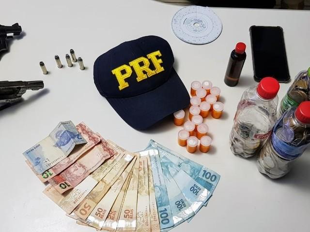 Armas, droga e moto adulterada são apreendidas pela PRF em rodovias de RO