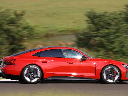 Audi RS e-tron GT é uma das atrações do novo clipe da cantora Claudia Leitte