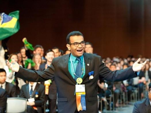 Entrevistamos o brasileiro de 18 anos que ganhou mais de 60 prêmios científicos