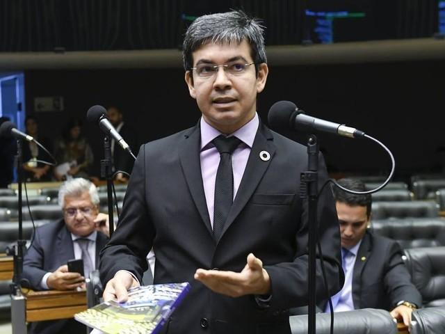 Senador representa ao MPF para que investigue movimentações atípicas na bolsa envolvendo Petrobras