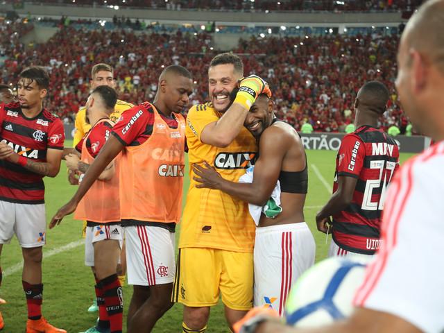 Fla vence América-MG no jogo do adeus de Julio Cesar