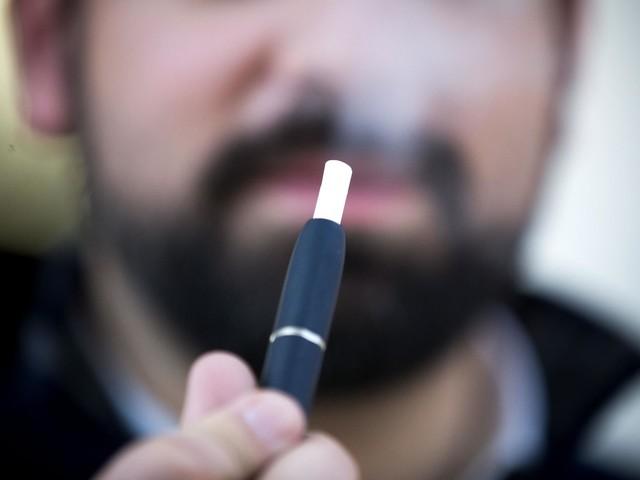 Cigarros aquecidos podem ser mais seguros mas continuam a ter riscos, dizem especialistas