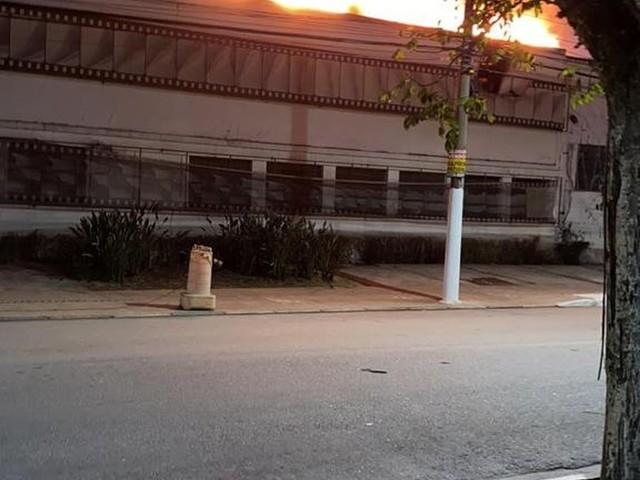 Incêndio atinge galpão da Cinemateca Brasileira na Vila Leopoldina, Zona Oeste de SP