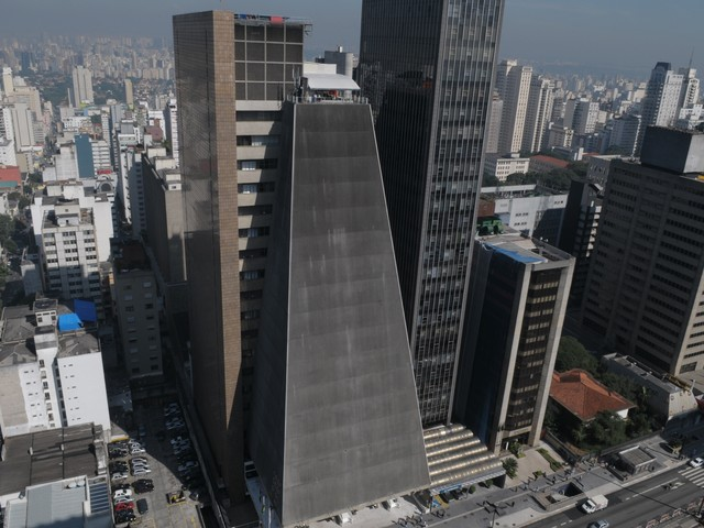 Two Hundred and Fifty Works Blend Art and Technology at Paulista Avenue