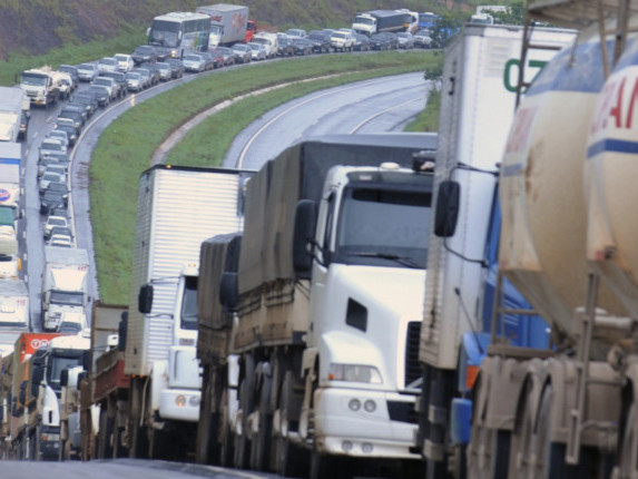 Qualidade das rodovias brasileiras piorou, diz estudo da CNT