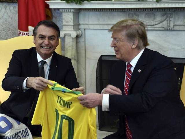 Na Casa Branca, Trump diz que discutirá 'todas as opções' para a Venezuela com Bolsonaro