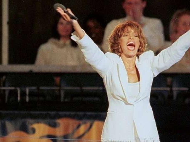 Holograma de Whitney Houston fará turnê oito anos após a sua morte