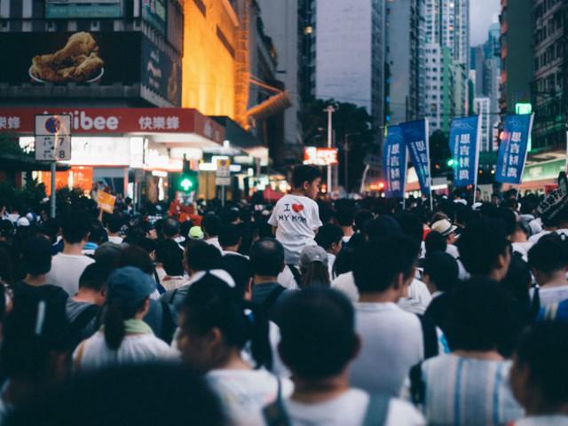 Hong Kong: polícia ameaça disparar balas reais