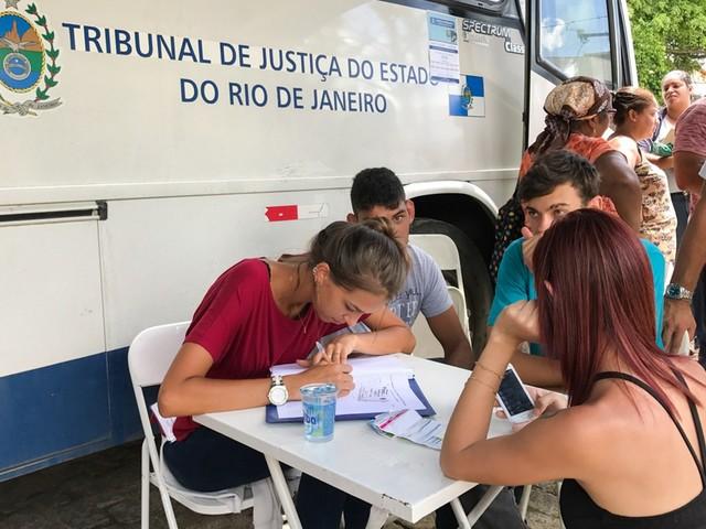 Ônibus da Justiça Itinerante atende em distrito de Campos, no RJ