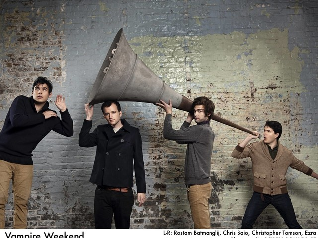 Hype da Nova York dos anos 2000, Vampire Weekend lança singles de novo disco