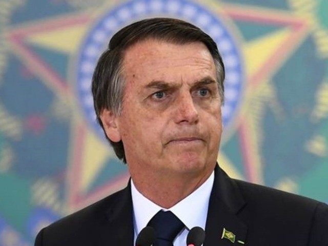 Decreto de armas, pressão contra Maduro e tragédia em Minas marcam 1º mês de Bolsonaro