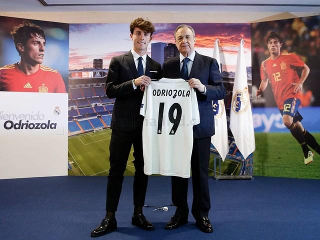 Real Madrid apresenta Odriozola, primeiro reforço para a temporada