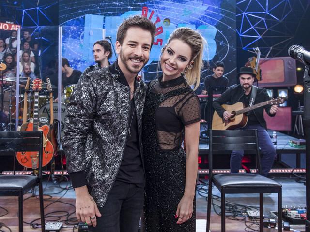 Sandy e Junior vão selecionar fãs para conhecer a dupla em turnê, e Fernanda Gentil se candidata