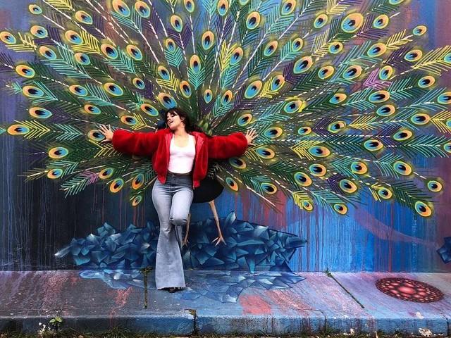 Camila Cabello visita o Beco do Batman após se apresentar em SP: 'Me vesti para você, Brasil'