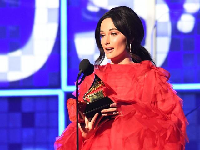 Feminino, reverente e jovem, Grammy consegue a proeza de soar relevante