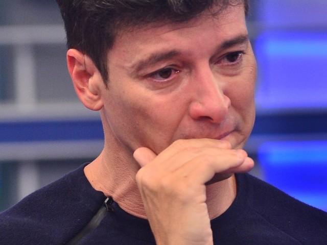 Rodrigo Faro surge arrasado após deixar a família e expõe drama para o público