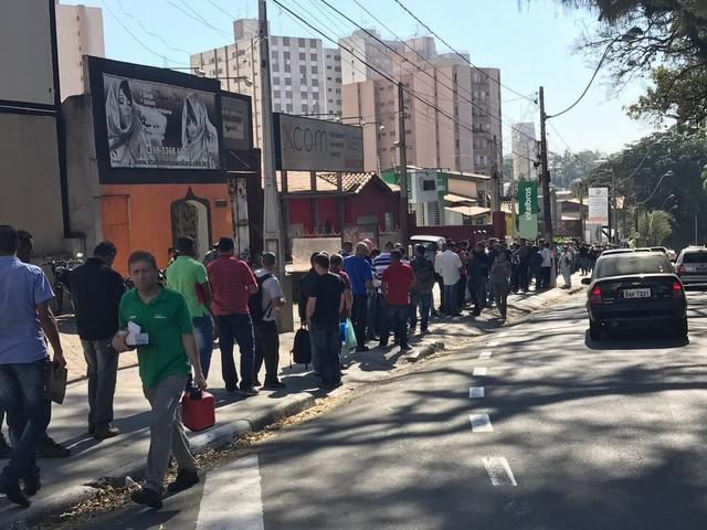 Seleção para vigilante patrimonial tem fila com 800 candidatos em Campinas