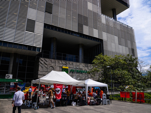Greve dos petroleiros   Oposição quer usar paralisação na Petrobras contra privatizações