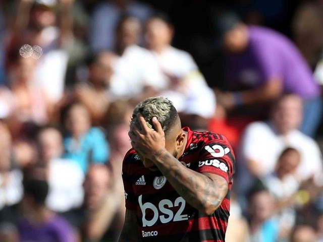 Flamengo leva 4 a 0 do Santos e perde depois de 29 jogos invicto