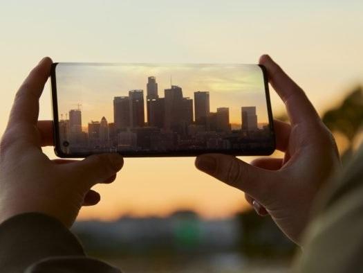Motorola volta aos celulares potentes com Edge+