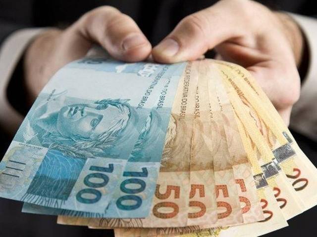 Decreto de Bolsonaro fixa salário mínimo em R$ 998 para 2019