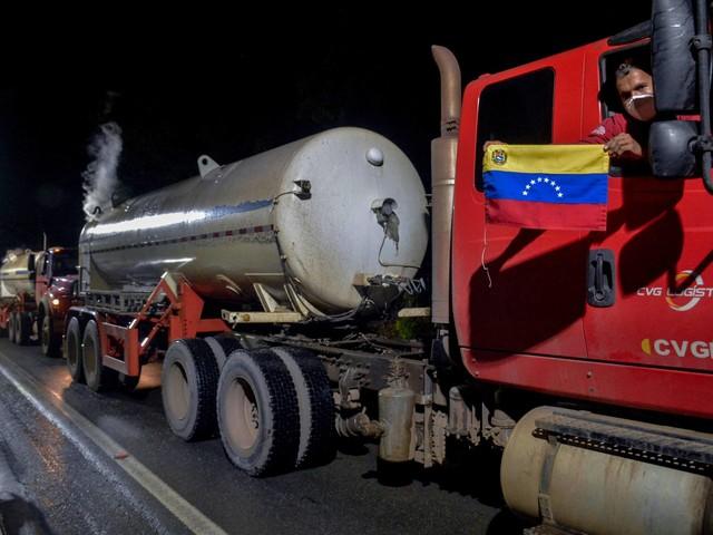 Ajuda externa   Cinco caminhões com oxigênio da Venezuela chegam a Manaus