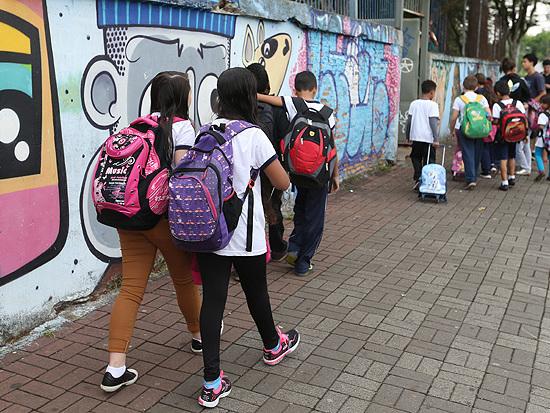 Auditoria aponta falha em uniforme escolar distribuído pela gestão Doria