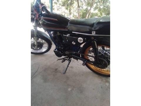 Moto um 200 cc