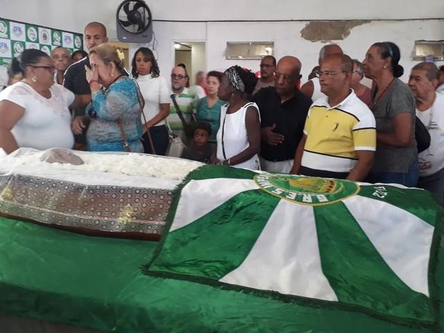Corpo de Dona Ivone Lara é velado na quadra da escola de samba Império Serrano, no Rio