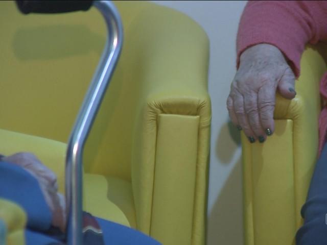 Grande parte dos delitos contra idosos é cometida por familiares, diz delegada de Joinville