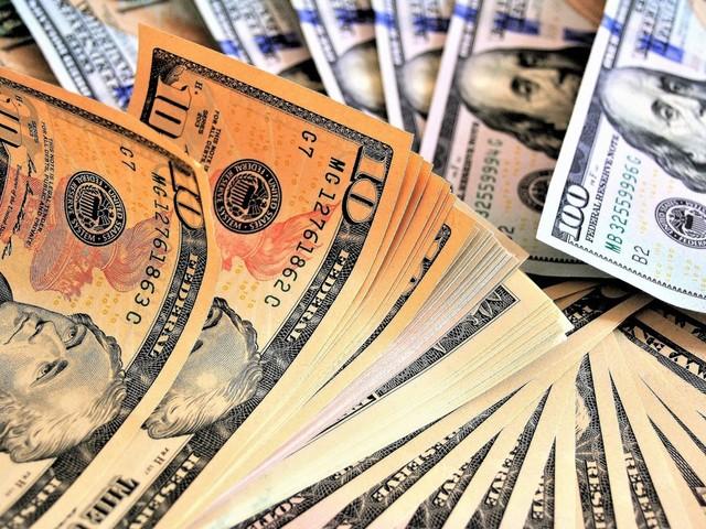 Dólar opera em alta, de olho em reunião de governo e aguardando dados dos EUA