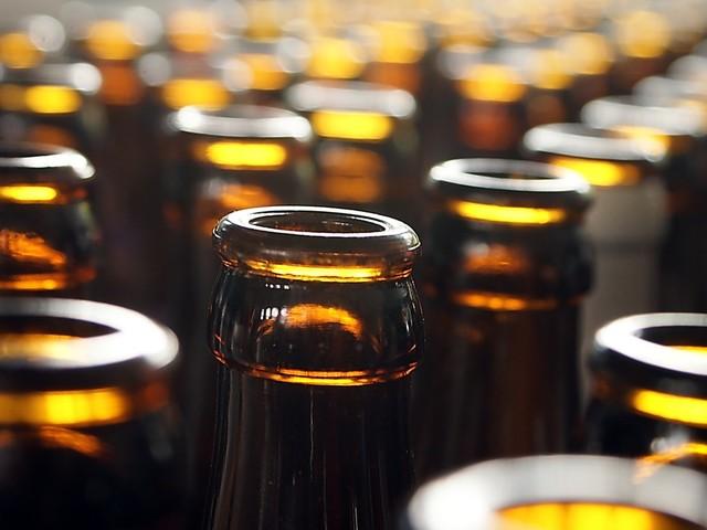Produção de bebidas avança 19,3%, mas alimentos recuam 1,8% em junho, aponta IBGE