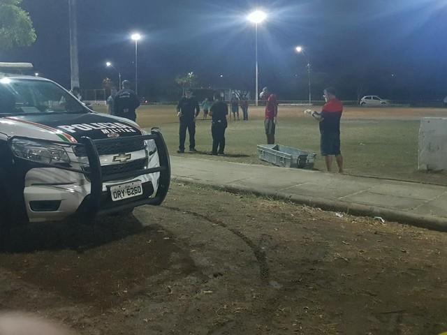 Dupla armada invade campo de futebol e mata homem a tiros em Fortaleza