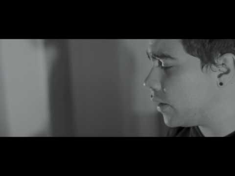 Com releitura soturna, Alvares apresenta vídeo para canção de Cícero