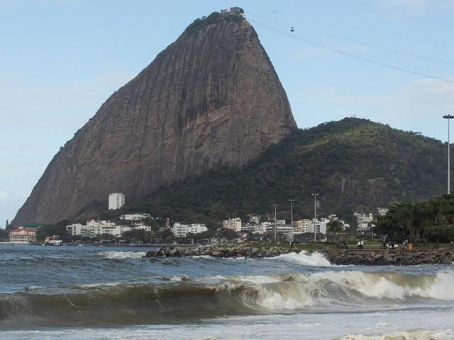 Alerta de ressaca se estende até terça-feira no Rio, que terá previsão de tempo bom para a semana