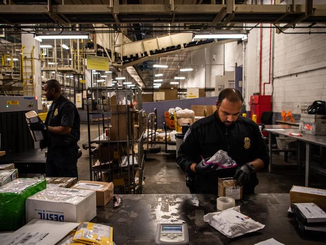 Droga mais potente que heroína | Como o fentanil fluía pelo correio e pela fronteira sul dos EUA